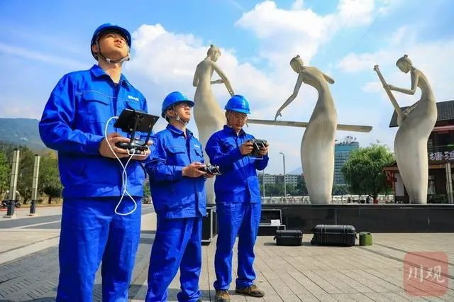 四川雅安电力首次采用喷火无人机高空排险